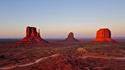 sunset arizona usa cowboys indians navajoland monumentvalley wildwest theview johnwayne buttes forrestgump johnford themittens westernmovies navajotribalparkmesa ancestralpuebloanremains