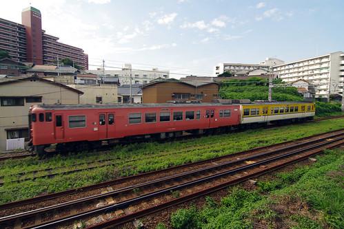 yellow japan train jr 日本 電車 shimonoseki 山口県 japanrailways yamaguchiprefecture 中国地方 下関市 chūgoku chūgokuregion japan92011