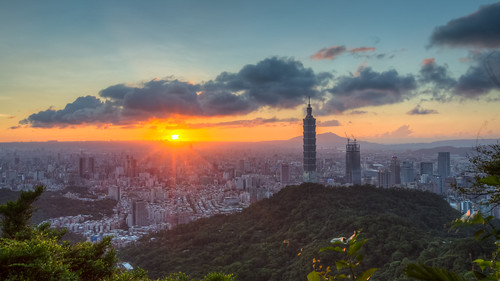 taipei101 taiwan skyline landscape skyscraper 台北101 台灣 風景 拇指山 cityscape city canon canoneos5dmarkiii hdr building cloudy 101 glow urban outdoor horizontal nopeople 1635mm day sunset 169 summer capitalcity taipei