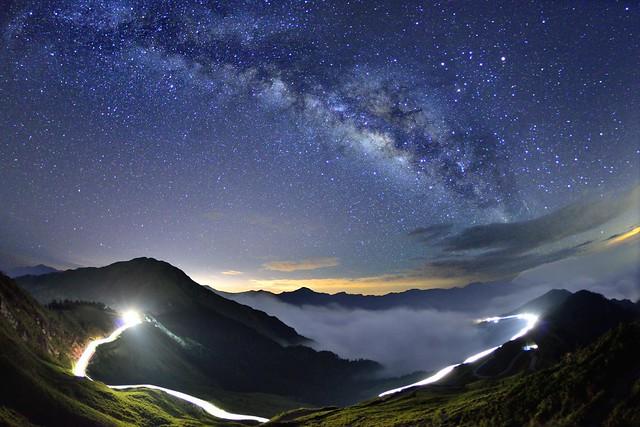 合歡山主峰~雲海●車軌●銀河~  Milkyway above the Clouds & Rails