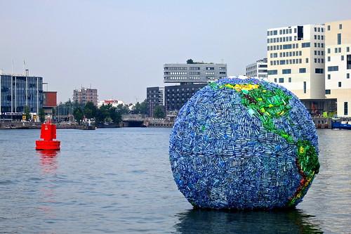 'Wereld van zwerfvuil' Amsterdam   by FaceMePLS