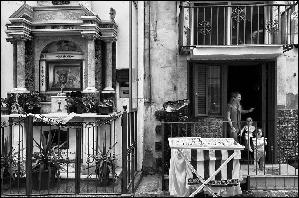Via Sedile Di Porto.Via Sedile Di Porto Napoli Maggio 2012 Andrea Alfano