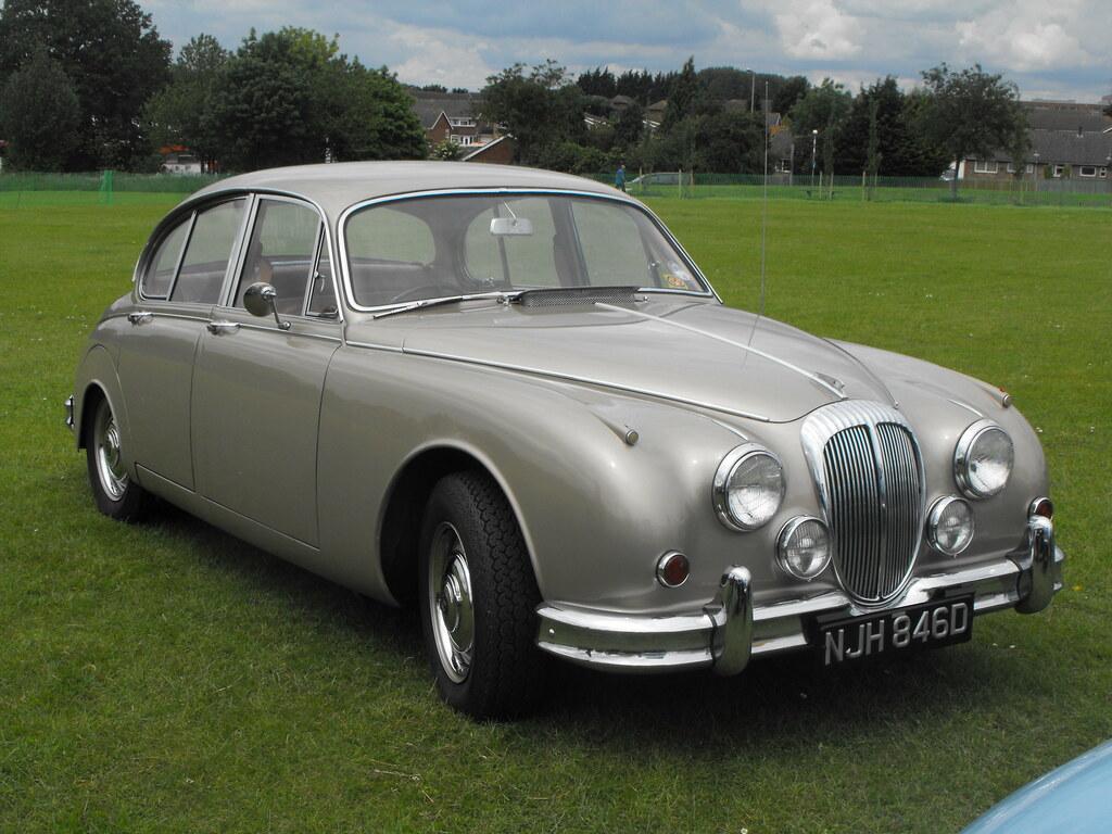 Daimler 2.5 V8 - NJH 846D