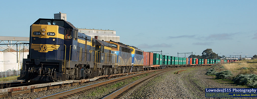 T364, T413, B76 & B80 near Tottenham by LowndesJ515