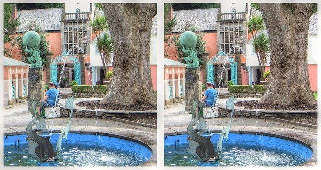 Hercules Square and Dolphin Fountain in 3D