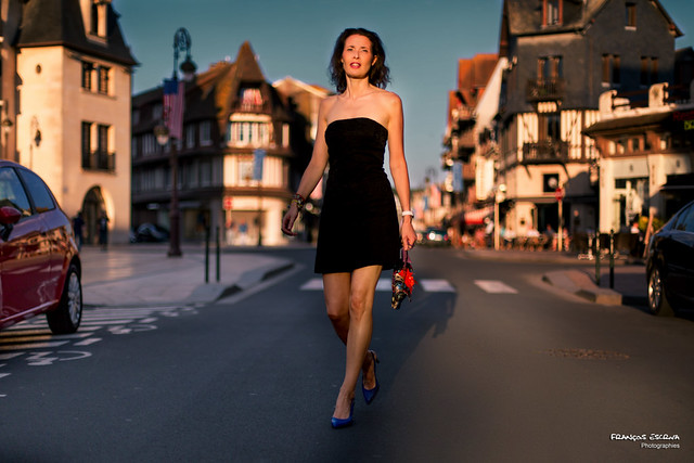 Gersende - Walking in the Deauville streets, at the sunset
