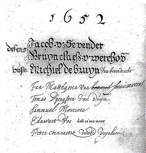 Eduard Abrahamszn. van Akaboa leefde in de tweede helft van de 17e eeuw in de Drieharingsteeg. Als vrijgekochte slaaf werkte hij als zilversmid en wapengraveeerder. In het gildeboek van 1652 staat bij Eduwart Vos vermeldt: dit is een moor.