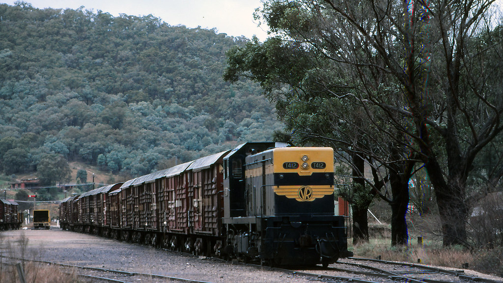 VR_BOX031S16 - T412 at Myrtleford by michaelgreenhill