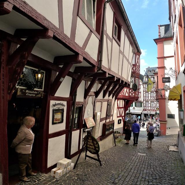The narrow Spitzhäuschen Anno 1416, nowadays a wine tavern
