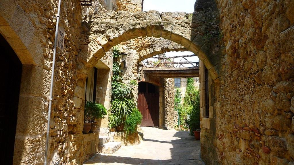 Peratallada - Costa Brava Barcelona-Home