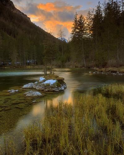 sonnenuntergang sunset lake mountains alps kreuzteich oberort tragöss gras green forest mountain mountainlake nature outdoor landscape leefilter