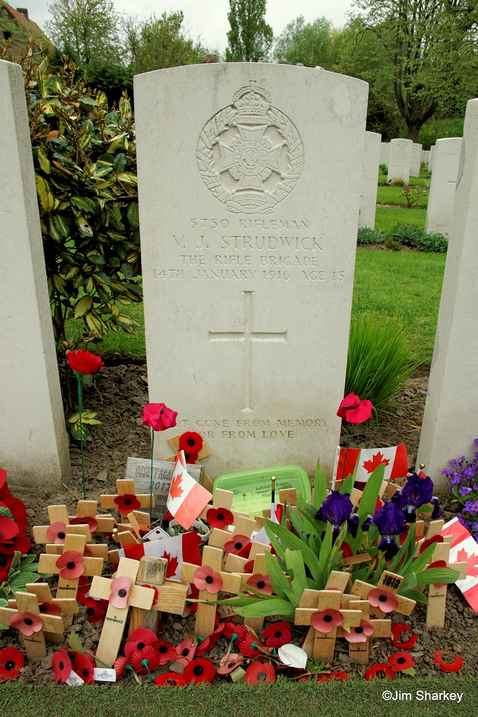 grave of one of the youngest soldiers to die in WW1, rifle… | Flickr