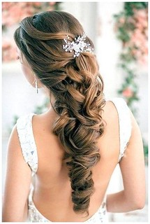 Idée Tendance Coupe & Coiffure Femme 2017/ 2018 : Diy Vintage Wedding Hairstyles : Wedding Hairstyles Half Up Half Down With Tiara - #Coiffure - https://madame.tn/beaute/coiffure/idee-tendance-coupe-coiffure-femme-2017-2018-diy-vintage-wedding-hairstyles- | by madame_shopping