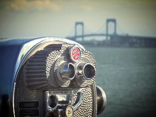 newyorkcity bronx cityisland theend johnnys reef throgsneck bridge coin operated binocular viewer