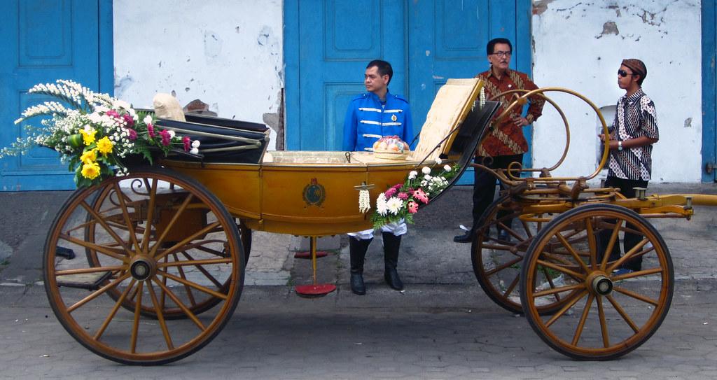 Image result for Kereta kencana Rojo Peni surakarta