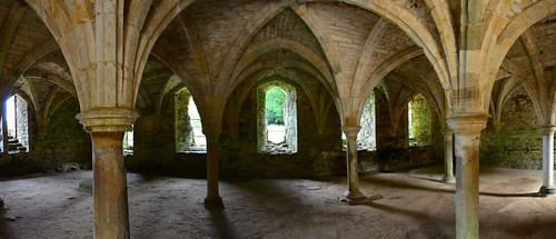 Novice's/common room III, Battle Abbey   by Runemester