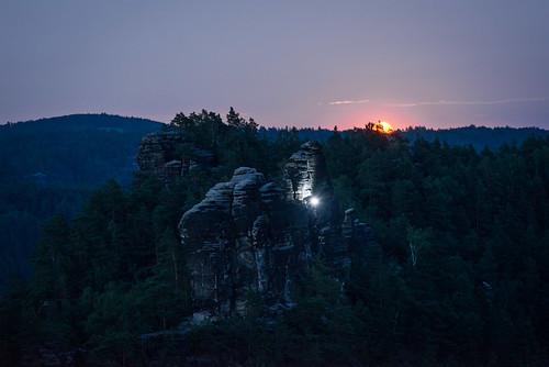 lohmen sachsen deutschland de mond moon moonrise mountains bluehour landscape andventure hiking climbing rocks sabdstone travel nature sunset sliderssunday hss d600