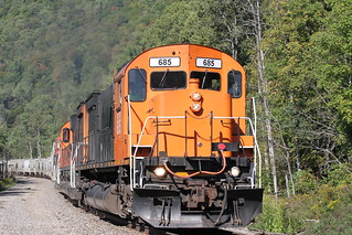 A trio of Ex-Cartier M636's lead a sizable WNYP train South.