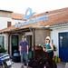 lör, 09/06/2012 - 10:41 - Väntar på att få checka ut våra båtar (trodde Lauri & Nina poserade fint vid företagets skylt... så fel jag hade)