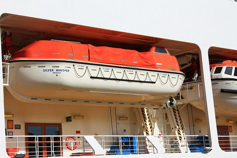 Another Lifeboat in Paquebot Silver Whisper dans le Port de la Lune, Bordeaux - 10 mai 2012