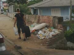 Flagrante de lixo acumulado na Av. Bento Gonçalves, em Porto Alegre!! foto: deputado Paulo Borges