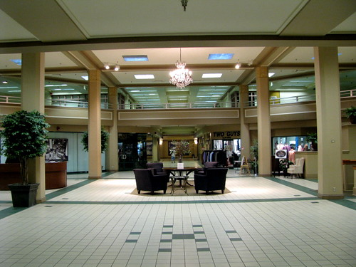retail downtown departmentstore youngstown stroussdepartmentstore