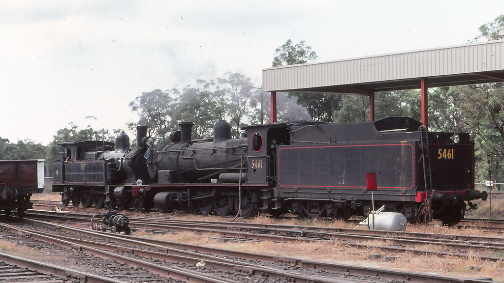 NSWGR_BOX006S03 - 5641, 3137 at NSWRTM, Thirlmere by michaelgreenhill