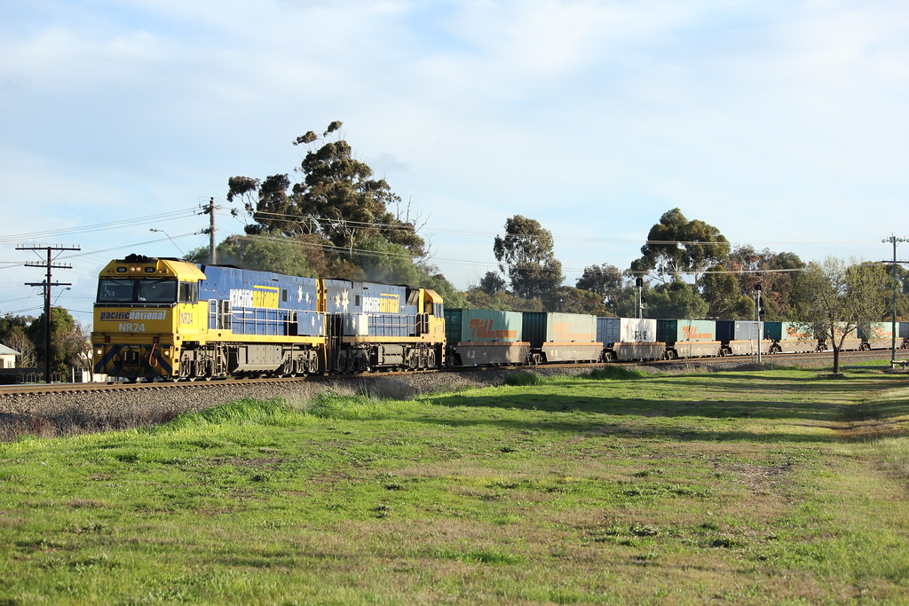 NR24 and NR52 charge there way through Horsham at line speed on PM6 Superfreighter by bukk05