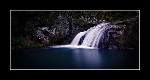 blue lake fall water reflections long exposure caves jenolan