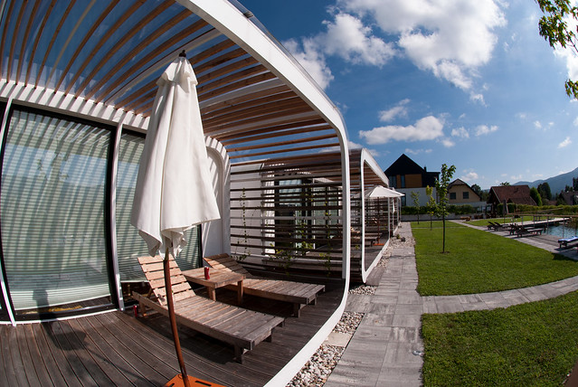 Glamping pods using modern permanent structures are claiming that they are valid glamping options. However they are neither tents, nor can it be said that they offer luxury, while also not being located in the wild.