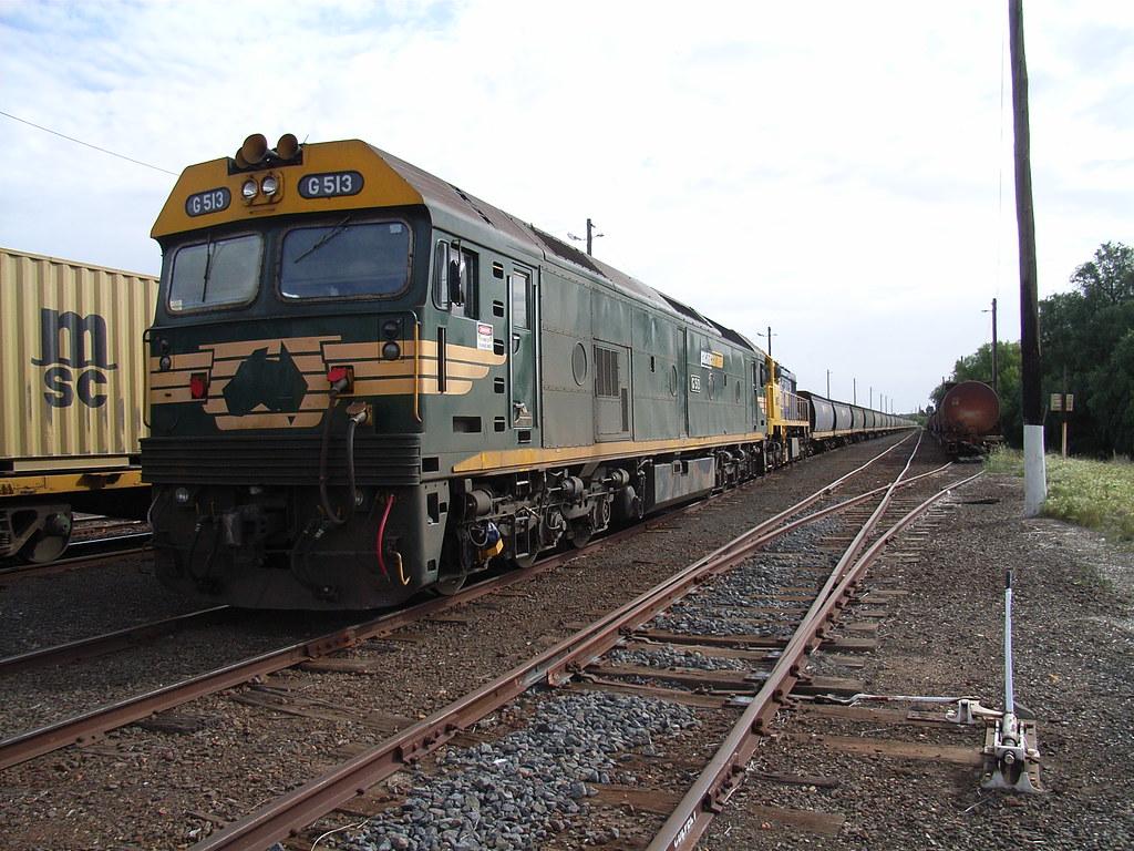 G513 and X41 on 9080 sitting in Bendigo by bukk05