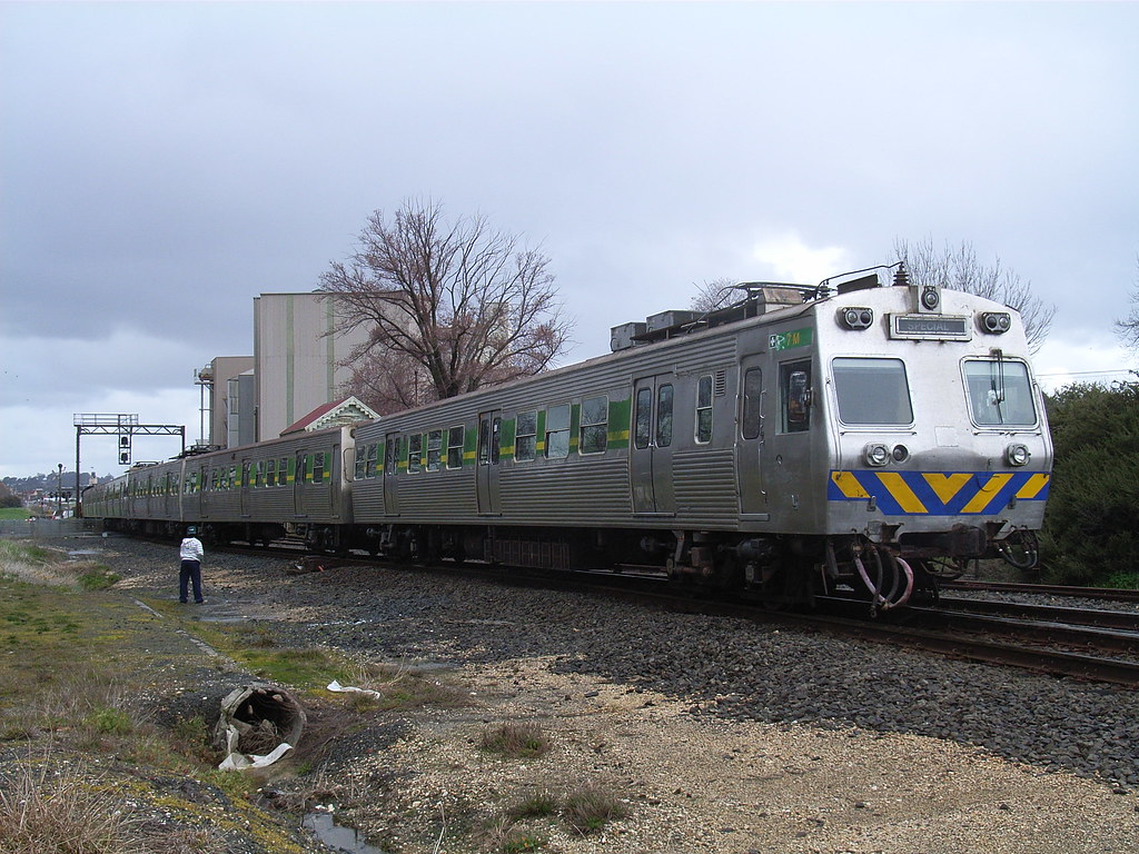 7M+1994T+225M+89M+1946T+99M is about to be pushed into the North Ballarat workshops by bukk05