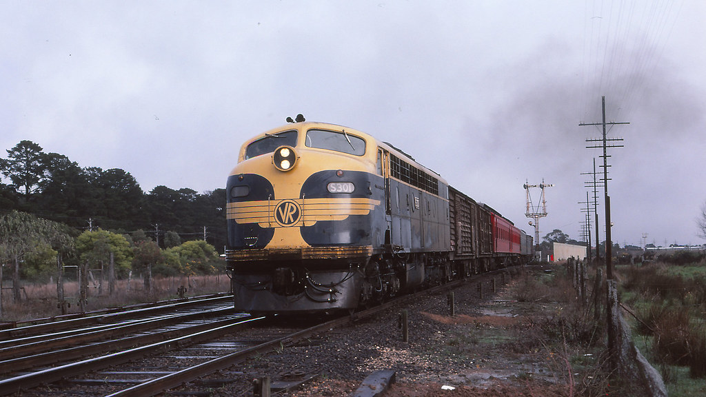 VR_BOX032S05 - S301 at Wendouree by michaelgreenhill