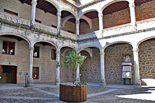 patio del castillo | by pegatina1