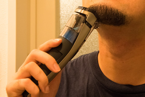 Philips Beardtrimmer series 7000 バキュームヒゲトリマー BT7220-28.jpg | by TAKA@P.P.R.S