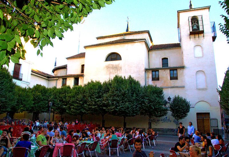 PLAZA E IGLESIA DE SAN ILDEFONSO BARRIO DE MALASAÑA MADRID 072