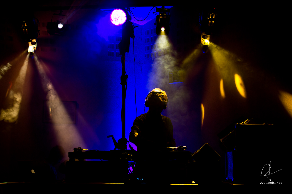 DJ   Achetez un tirage (du format carte postale au poster) s…   Flickr