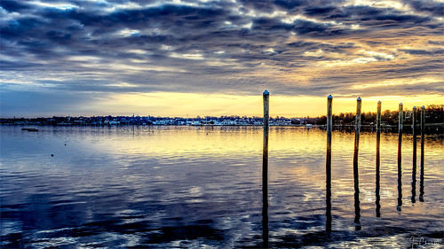 seascape landscape coast coastal daybreak dawn sunrise sunset coulds sky reflection city town dock newport rhodeisland ri newengland pier