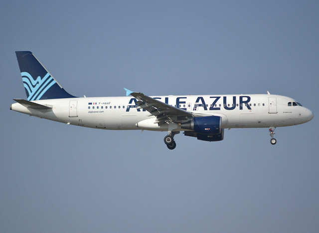 F-HAAF, Airbus A320-214, c/n 4758, Aigle Azur, ORY/LFPO 2018-02-24, short finals to runway 06/24.