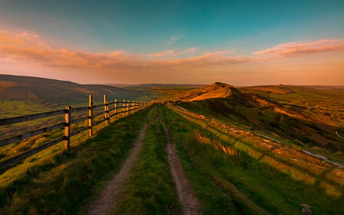 nice nikon d7200 tokina tokina1120mmatx 1120mmproatx11 wideangle ultrawide countrylife countryside colour color peakdistrict derbyshire uk scenicsnotjustlandscapes landscapes ngc path fence