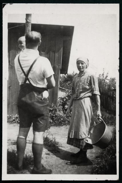 Archiv Hel203  Im Garten, am 13. Juli 1941