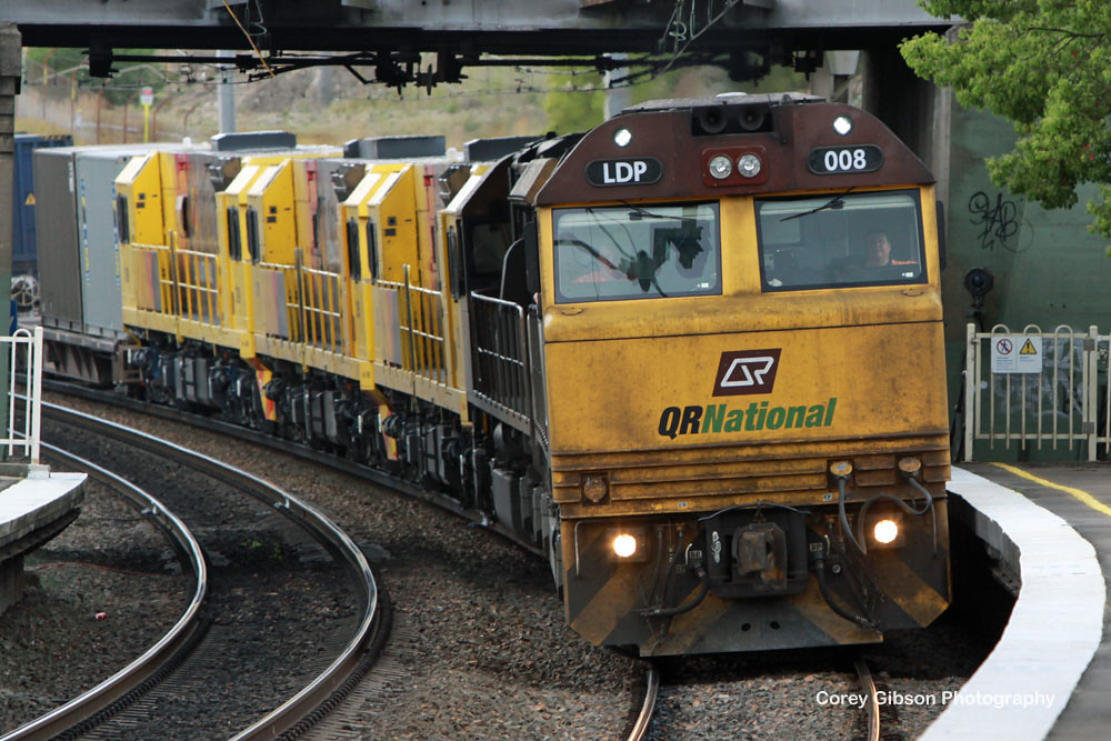 LDP008 & LDP006 with 2821, 2815 & 2809 dead attached roll through Cockle Creek station by Corey Gibson