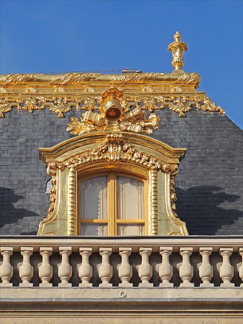 Fenêtre sur la cour de marbre (Château de Versailles)