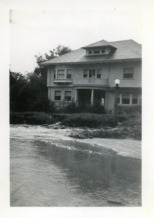 Floodwaters in front of the President's house in 1938