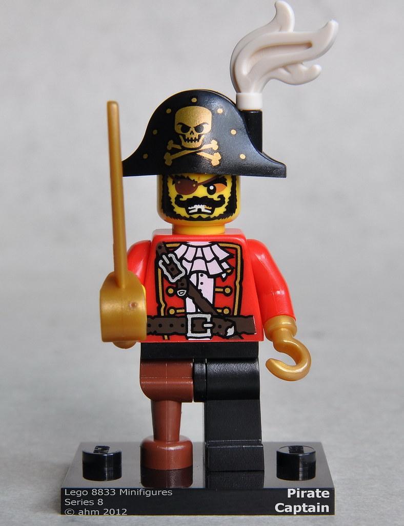 8833 Lego Minifigure Series 8 Pirate Captain
