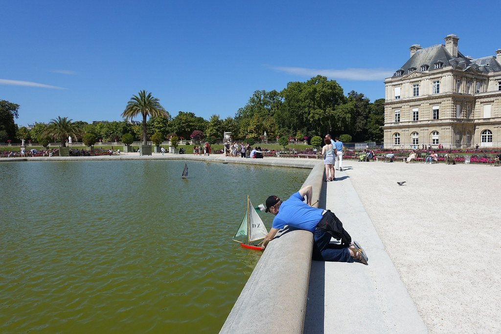 Playing with a boat @ Pond @ Jardin du Luxembourg @ Paris