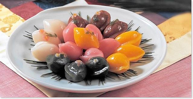 songpyeon  rice-cake with stuffing ( Korean: 송편, 松餠 )