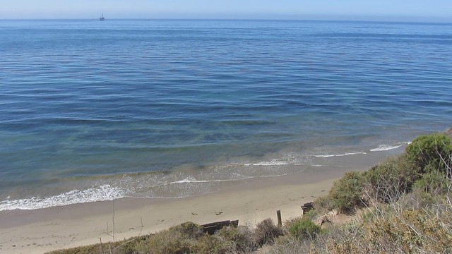 MVI_0632 gentle waves off Ellwood Sperling bluff beach