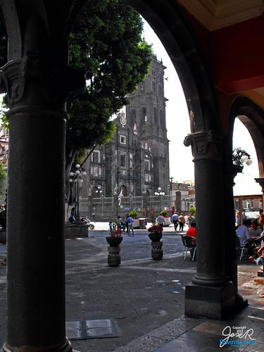 Tras el portal Iturbide