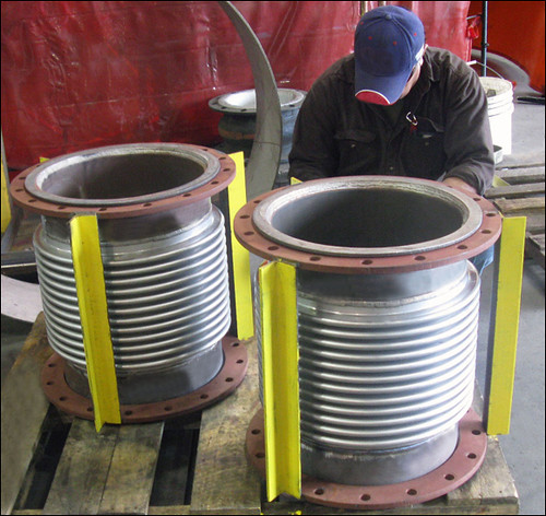 Single Expansion Joint for an Offshore Deep Drilling Platform